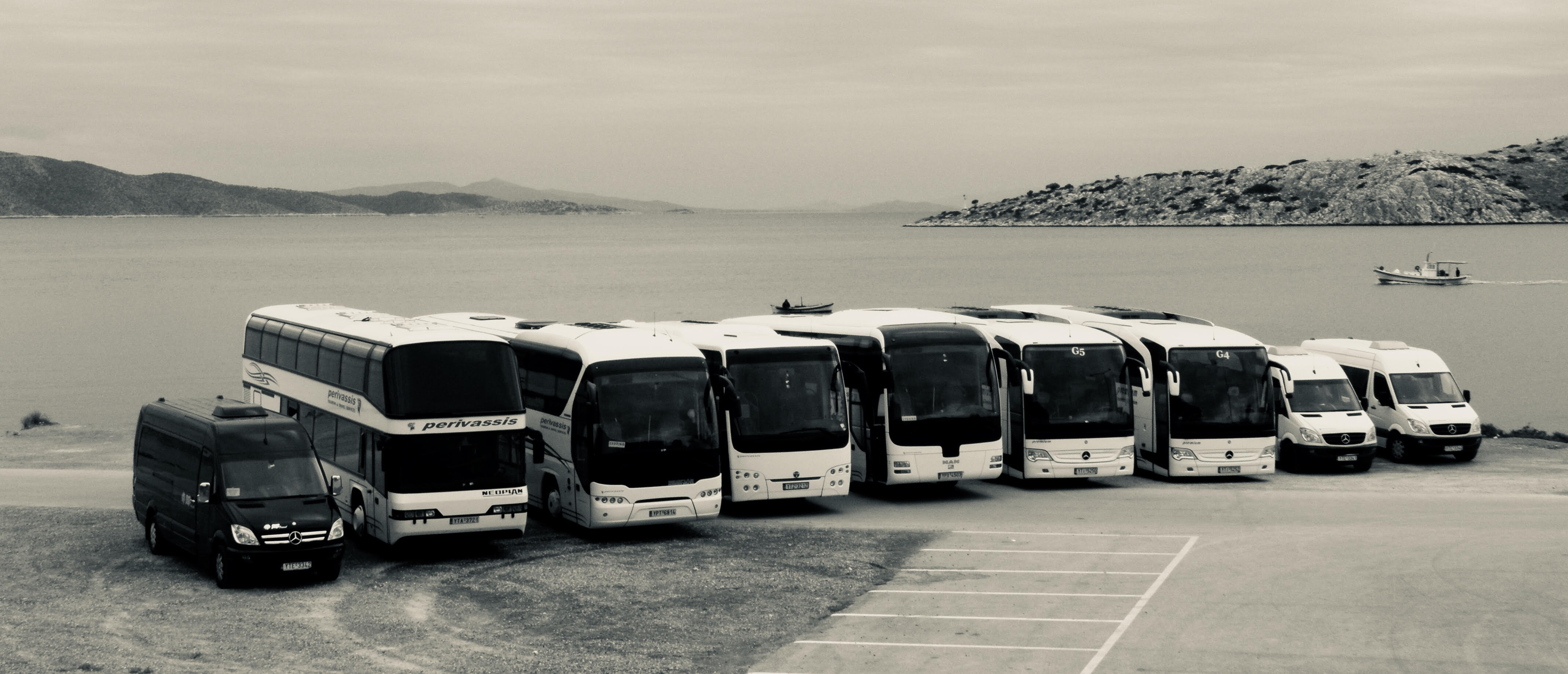 30 MODERN BUSES AT YOUR AVAILABILITY